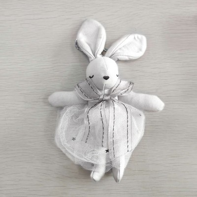 平静兔娃娃吊饰 - 白色